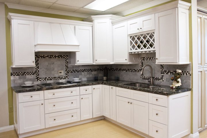 White shaker cabinets aaa home design southern for Cheap white shaker kitchen cabinets